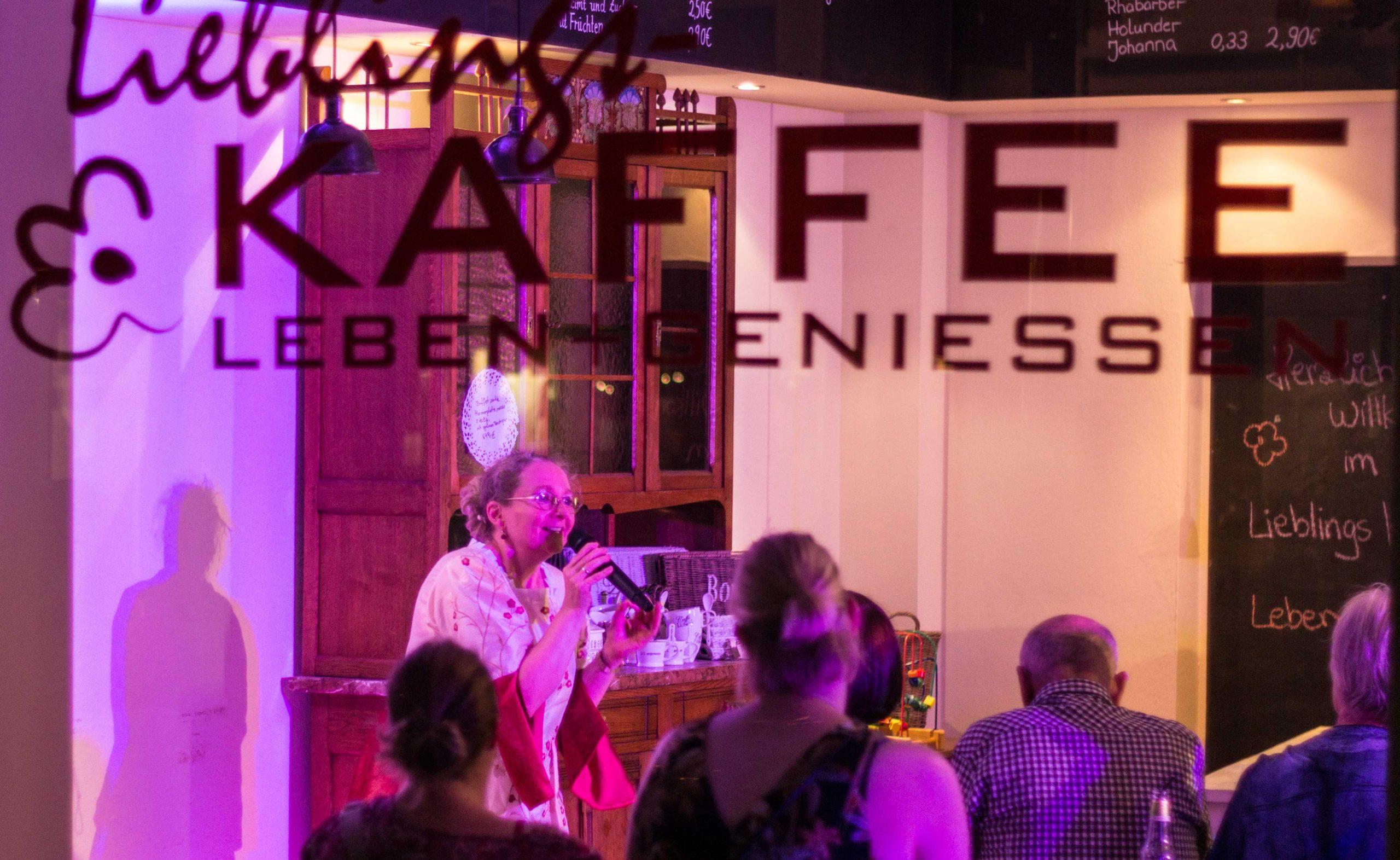 Im Lieblingskaffee 2015   FOTO: OLAF TO OSSENBRÜGGE